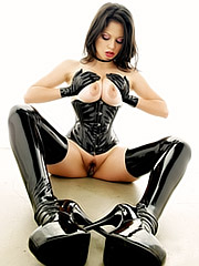 Evie Dellatossa in latex corset